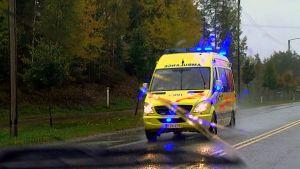 Ambulanssi (arkistokuva)