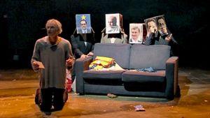 Torstaina ensi-iltansa saava näytelmä perustuu Jari Tervon romaaniin, jonka päähenkilö on pääministeri Pekka Lahnanen.