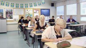 Ruotsin kielen opiskelua yläasteella.