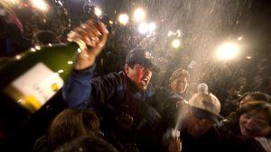 Kaivosmiesten sukulaiset juhlivat.