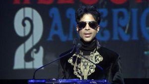 Prince puhuu.