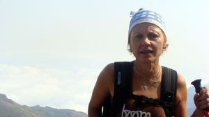Kaarina Kursukangas-Hourula kiipeämässä Mt Mulanjelle.