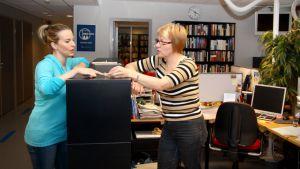 Riikka Heikkilä ja Marja-Liisa Kämppi.