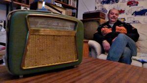 Tarmo Lämsän harrastuksena on radioiden keräily.