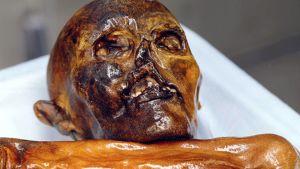 Ötzin muumioitunut ruumis