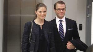 Kruununprinsessa Victoria ja prinssi Daniel Helsinki-Vantaan lentokentällä sunnuntaina.