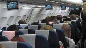 Lentomatkustajia.