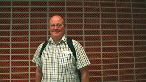 Tietokirjailija Markku Löytönen pyrkii tarjoamaan positiivisia lukukokemuksia.