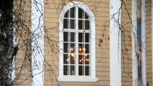 Kirkon ikkuna.