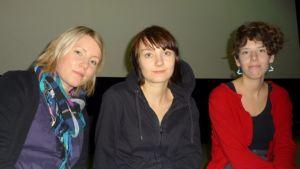 Lyhytelokuvaohjaajat Emmi-Sofia Markkanen, Aino Suni ja Anna-Sofia Nylund.