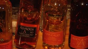 Tjudön viinitilan Ålvados-pullo