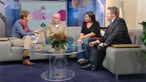Jälkiviisaat Aamu-tv:n studiossa 19.11.2010. Juontaja Katri Makkosen vieressä vasemmalta oikealle Kalle Isokallio, Kaisa Pylkkänen ja Jan Erola.