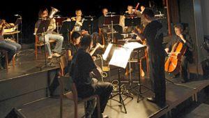 Kamariorkesteri Avanti! säestää mykkäelokuvaa.