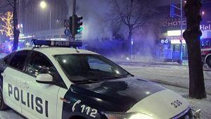 Poliisiauto tulipalopaikalla Hämmeenkadulla.