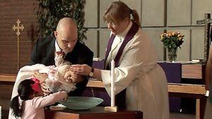 Kastetilaisuus Roihuvuoren kirkossa