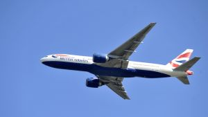 British Airwaysin matkustajakone ilmassa.
