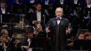 José Carreras laulaa.