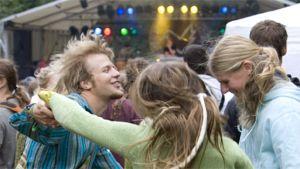 Festarivieraat tanssivat