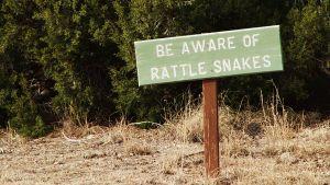Cochitin kentällä varoiteltiin kalkkarokäärmeistä.