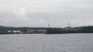 Vapon Nurmeksen saha Pieliseltä kuvattuna.