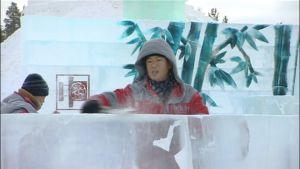 Kiinalaiset jäänveistotaiteilijat työssään Levin Icium-jäämaailmassa