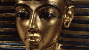 Yksityiskohta kuningas Tutankhamunin kuolinnaamiosta