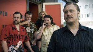 Rööperi -elokuvan kohtauksessa vasemmalta Arska (Kristo Salminen), Krisu (Peter Franzén), Monika (Pihla Viitala), Kari (Kari Hietalahti) ja Tomppa (Samuli Edelmann)