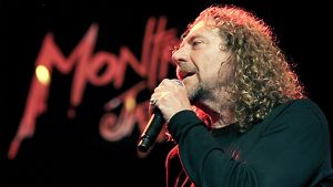 Robert Plant esiintyy Montreaux'n festivaaleilla kesäkuussa 2006
