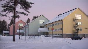 Entiseen lamellikasarmiin rakennettu Paloaukean koulu Liperin Jyrinkylässä.