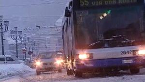 Lumi hankaloitti liikenteen Napolissa