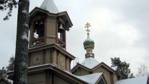 Joensuun ortodoksisen pyhän Nikolaoksen kirkon kellotorni ja kupoli.