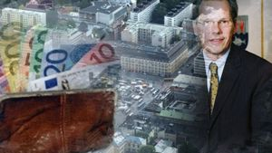 Kaupunginjohtaja Mikko Pukkiselta vaaditaan selvitystä talouden tasapainottamisesta.