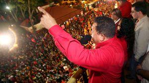 Venezuelan presidentti  Hugo Chavez puhuu kannattajilleen Caracasissa Venezuelassa.