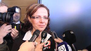 Tiedotusvälineet haastattelivat Susan Ruususta oikeudenkäynnin jälkeen helmikuussa 2008.