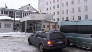 Pohjois-Karjalan keskussairaalan pääsisäänkäynti.