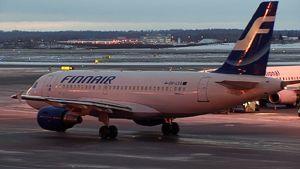 Finnairin lentokone lentokentällä