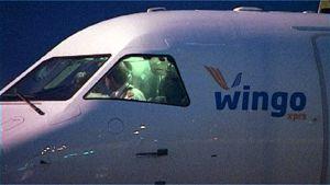 Wingo-lentoyhtiön kone Tampere-Pirkkalan lentokentällä.