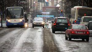 Liikennettä  Hämeenkadulla Tampereella