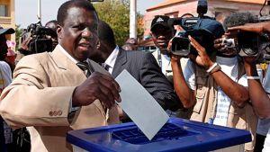Guinea-Bissaun presidentti Nino Vieira äänesti 16. marraskuuta 2008.