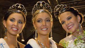 Jyväskyläläinen Essi Pöysti (kesk.) kruunattiin Miss Suomeksi sunnuntaina. Ensimmäiseksi perintöprinsessaksi valittiin Elsi Suolanen ja toiseksi perintöprinsessaksi Linda Wikstedt.