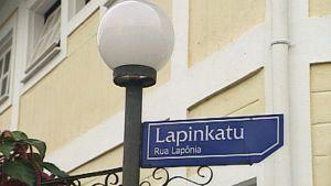 Katukyltti suomalaissiirtolaisten asuttamassa Penedon kaupungissa Brasiliassa.