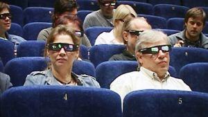 Elokuvateatterin yleisöä 3D-lasit päässä.
