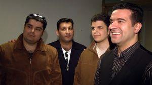 Suoralähetys-yhtyeen jäsenet ryhmäkuvassa.