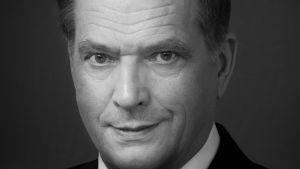 Virallinen valokuva tasavallan presidentti Sauli Niinistöstä.