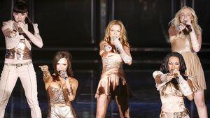 Spice Girls -yhtye esiintymässä