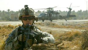 Yhdysvaltalainen sotilas Irakissa Bagdadin eteläpuolella tammikuussa 2008.