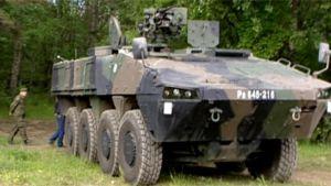 Patrian valmistama joukkojenkuljetusajoneuvo.