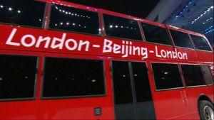 Lontoolaisbussi Pekingin kisojen päättäjäisissä