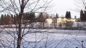 Talvinen kuva luostarin läheisestä alueesta, jolle vanhainkotia on kaavailtu.