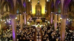 Corazon Aquinon hautajaiset Manilan katedraalissa Filippiineillä.